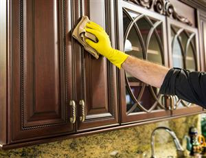 راحتترین و بهترین راه برای تمیزکردن کابینتهای چوبی و امدیاف در خانه تکانی