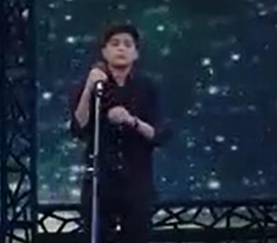 خوانندگی امیرحسین اقبالی نوجوان اسلامشهری در قسمت دهم برنامه عصر جدید 3 فروردین