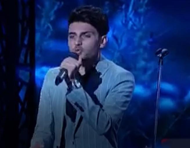خوانندگی محمد بیک محمدی جوان اراکی در قسمت 23 عصر جدید و آهنگ ویژه برای پدرش؛ آریا عظیمی نژاد رای منفیاش را پس گرفت 25 فروردین
