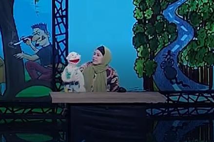 عروسکی گردانی شکوفه عزیزی در قسمت 24 عصر جدید از بشیر حسینی کارت طلایی گرفت اول اردیبهشت