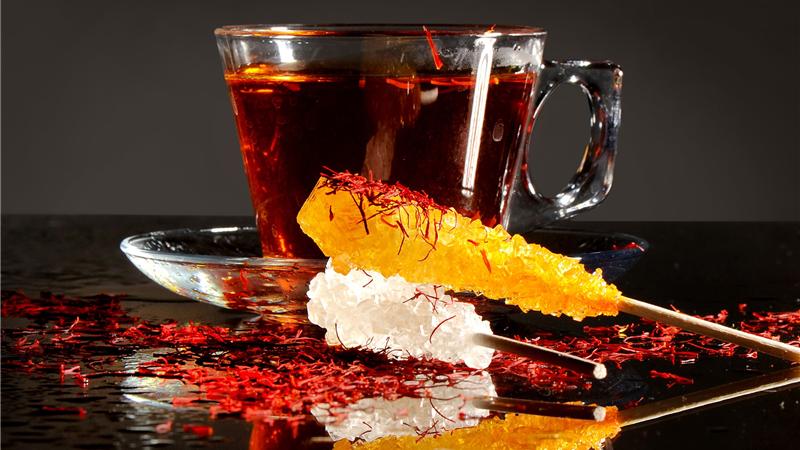 همراه با چای چه بخوریم بهتر است؛ قند یا ....