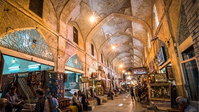 معرفی کامل تاریخچه و ویژگی های بازار وکیل شیراز