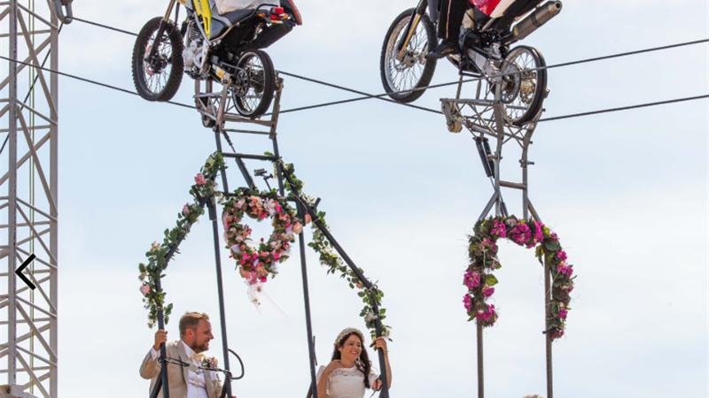 مراسم عروسی زوج بندباز در آسمان آلمان