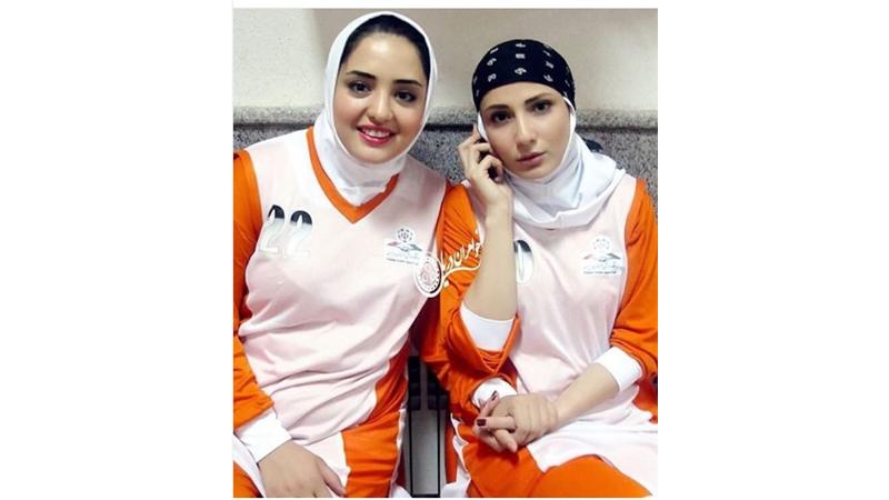 عکس فوتبالی نرگس محمدی و سمیرا حسن پور