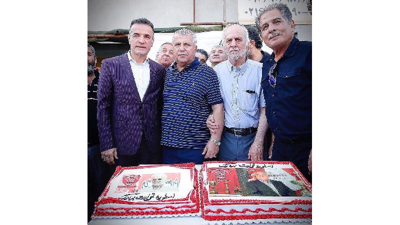 عکسی از جشن تولد علی پروین