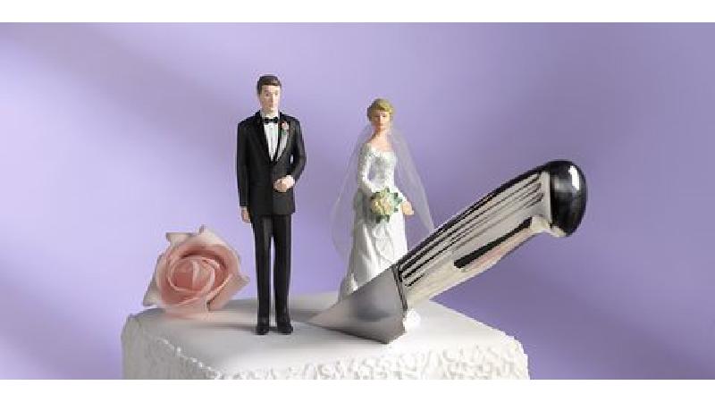 طلاق زوج عاشق بهخاطر دخالتهای مادرشوهر