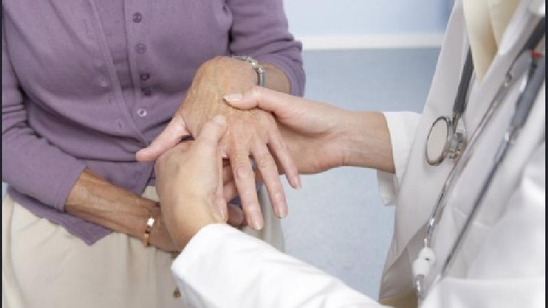 علایم روماتیسم مفصلی و راههای درمان