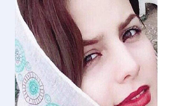 بیوگرافی کامل غزاله اکرمی بازیگر نقش  آوا در سریال هست و نیست