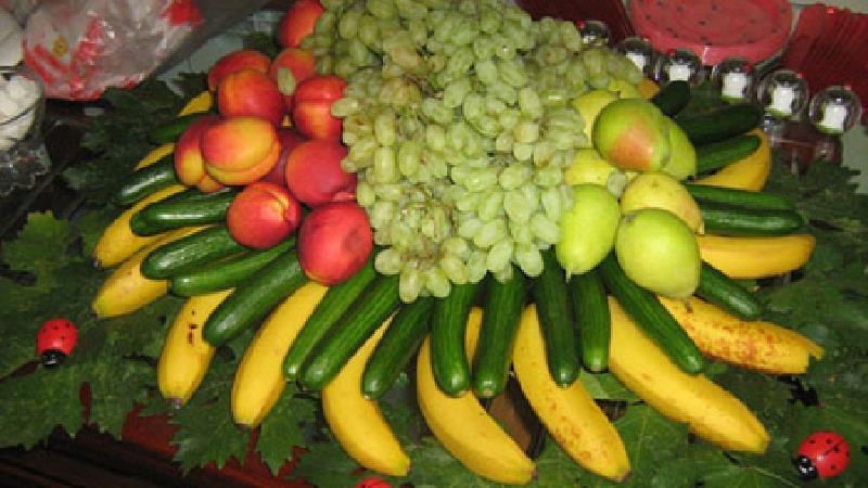 تزئین میز میوه  شب یلدا با ایدههای جذاب و خاص