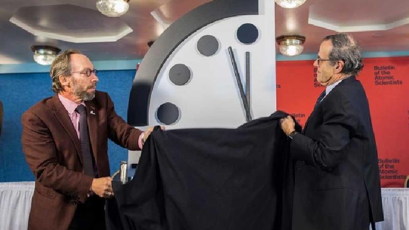 ساعت آخرالزمان چیست و چرا به نیمه شب نزدیک شده است؟