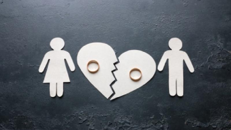 زنم میگوید برای پیشرفت طلاق میخواهد