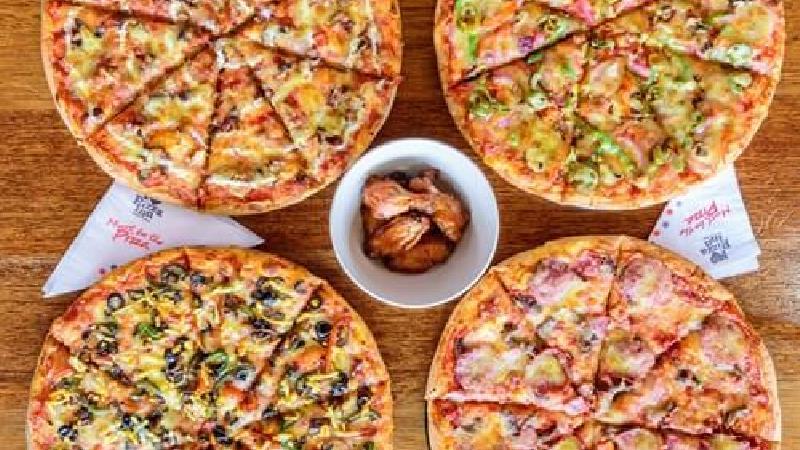 دستور پخت کامل 2 نوع پیتزای خانگی؛ پیتزای قارچ و گوشت و پپرونی