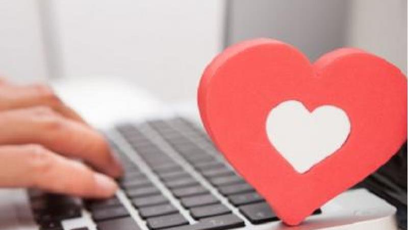 دختر جوان طعمه عشق اینترنتی شد