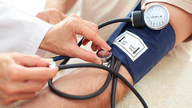 چه خوراکیهایی فشار خون را پایین میآورد
