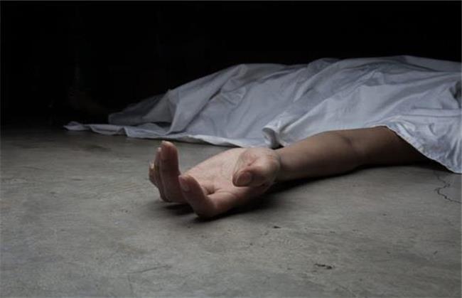جسد زنی روی گاری دستی