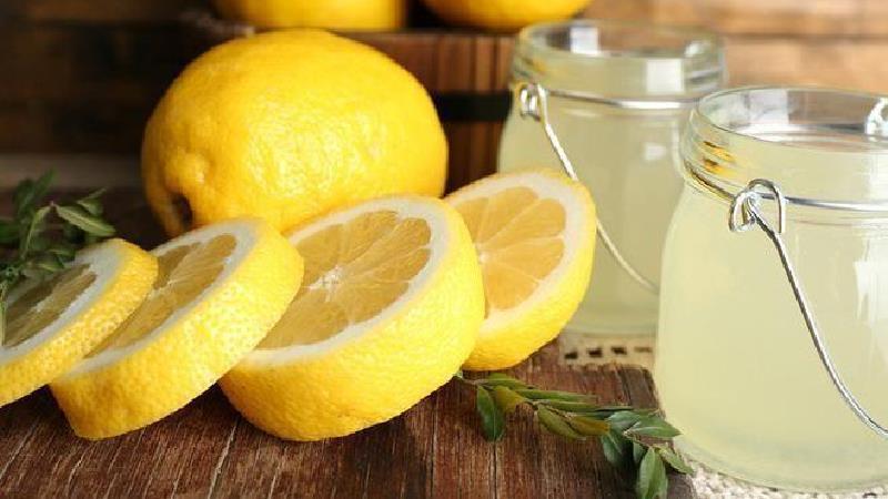 چگونه تلخی آب لیموی تازه را بگیریم