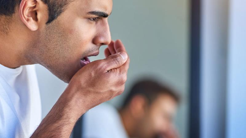 رفع بوی بد دهان در طول روز با روشهای طبیعی