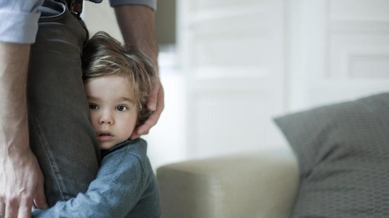 چه کار کنیم که فرزندمان خجالتی نباشد