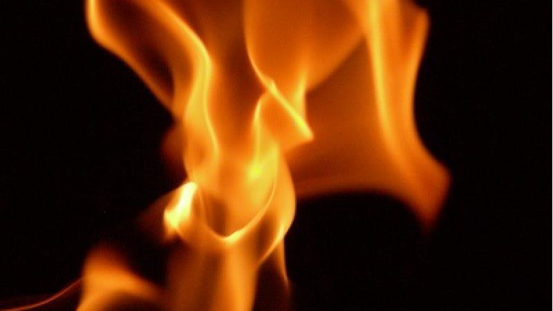 مرد معتاد همسرش را به آتش کشید