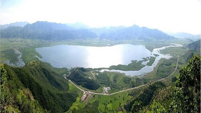 دریاچه زریوار کجا است و چه جاذبههایی دارد