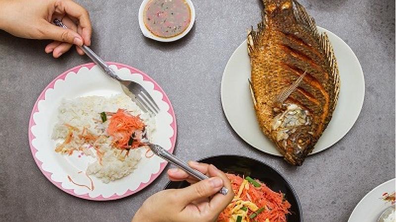 ضرر پوست مرغ و ماهی برای سلامتی بدن چیست