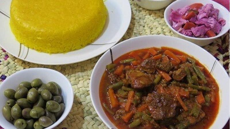 خورش لوبیا سبز با مرغ یا گوشت؛ طرز تهیه کامل و فوت و فنها