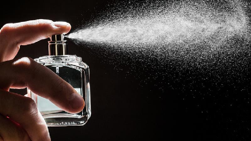 به کجاهای بدن عطر بزنیم تا بوی آن ماندگار شود