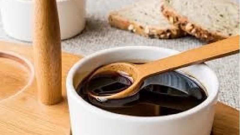عسل سیاه چیست و چه خاصیت هایی دارد