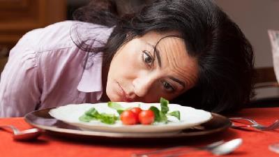 عوارض رژیم چند روزه و سریع لاغری؛ از ضعف اعصاب تا بازگشت دوباره وزن