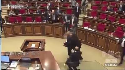 ببینید: زد و خورد نمایندگان در مجلس ارمنستان