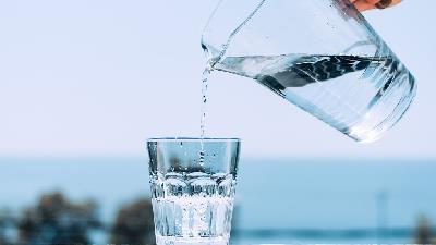 آیا زیاد آب خوردن مضر است