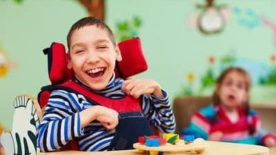 فلج مغزی کودک چیست؛ علایم و راه های پیشگیری