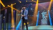 فیلم کامل خواندن آواز شروین حاجی آقاپور در شب اعلام نتایج فینال عصر جدید