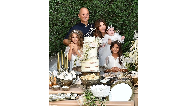 عکسی خانوادگی از نانسی عجرم همراه شوهر و فرزندانش