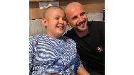 فیلم/ امین حیایی کودک سرطانی را به آرزویش رساند