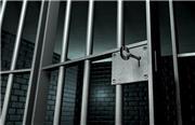 مردی که 3 دخترش را کشته بود در زندان فوت شد