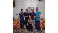 عکسی از اسدالله یکتا در کنار ۴ پسر قدبلندش