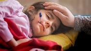 چگونه تب کودک را پایین بیاوریم؛ راههای سریع و خانگی