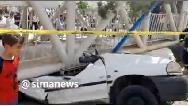 فیلم سقوط پل عابر پیاده روی ماشین در استان تهران