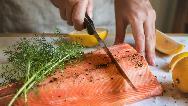ماهی سالمون برای چی خوب است؛ از قلب و فشار خون تا لاغری و پوست و مو