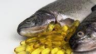 طریق مصرف و فواید روغن ماهی از پوست و مو تا بارداری و کودکان